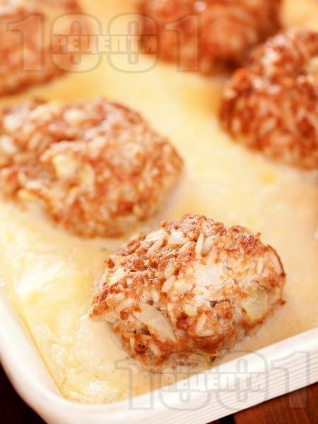 Кюфтета на фурна по мандраджийски с бял яйчен сос - снимка на рецептата